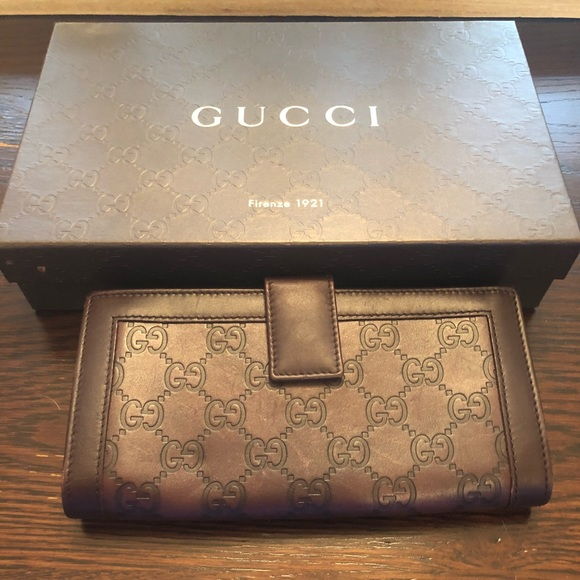 2a0744f00f7 Gucci Handbags - Brown Gucci Embossed Leather Wallet